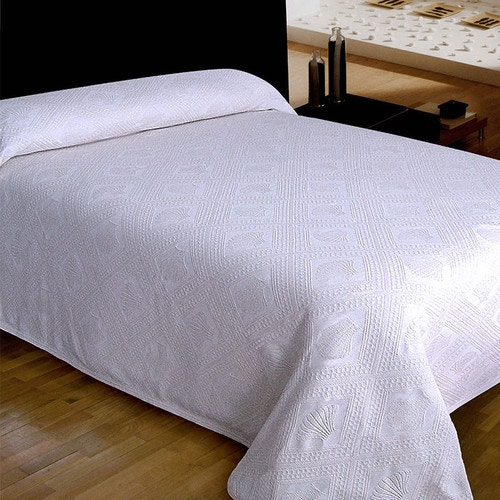 Bargoose Avalon Jacquard Bedspread White Queen